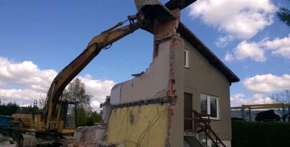 Zimą rozbiórka budynku kosztuje mniej!